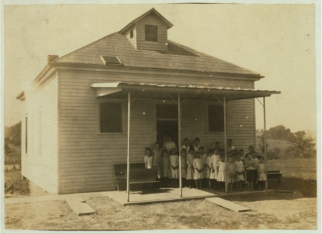 Pruett School which opened September 5th. 61 pupils in District and only 28 present. Expect an enrollment of 50. Only 1 boy of 11; the rest are 9 years and younger. Many out for work.  Location: Henderson County--Hebbardsville [vicinity], Kentucky