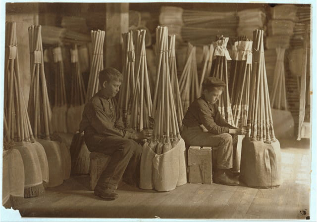 Boys in Packing Room. S. W. Brown Mfg. Co., Evansville, Ind.  Location: Evansville, Indiana.