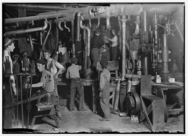 9 P.M. in an Indiana Glass Works, Aug., 1908.  Location: Indiana.
