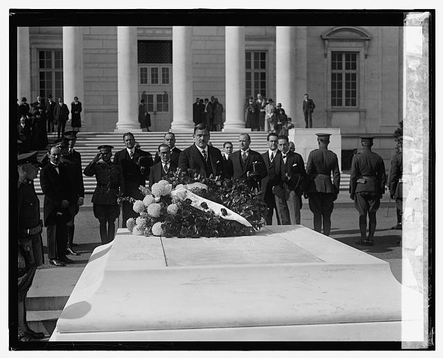 Gen. P.E. Calles at Tomb of Unknown Soldier, 11/1/24