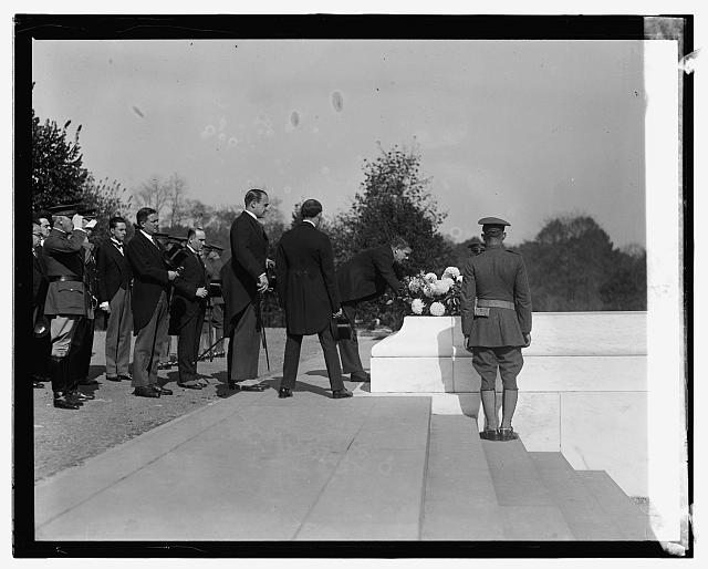 Gen. P.E. Calles at Tomb of Unknown Soldier, [11/1/24]