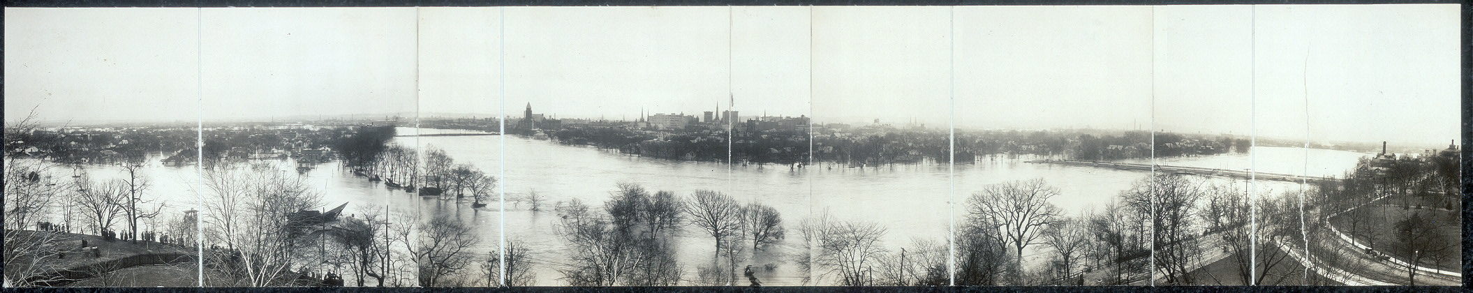 [Flood in Dayton, Ohio, March 1913, panoramic view]
