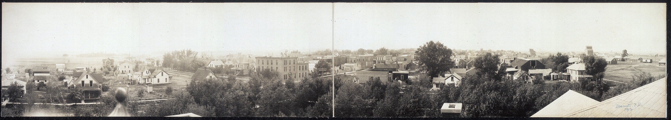 View of Desmet [sic], S.D. from Court House