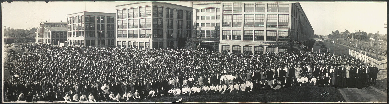 Employees of the United Shoe Machinery Co., Beverly, Mass.