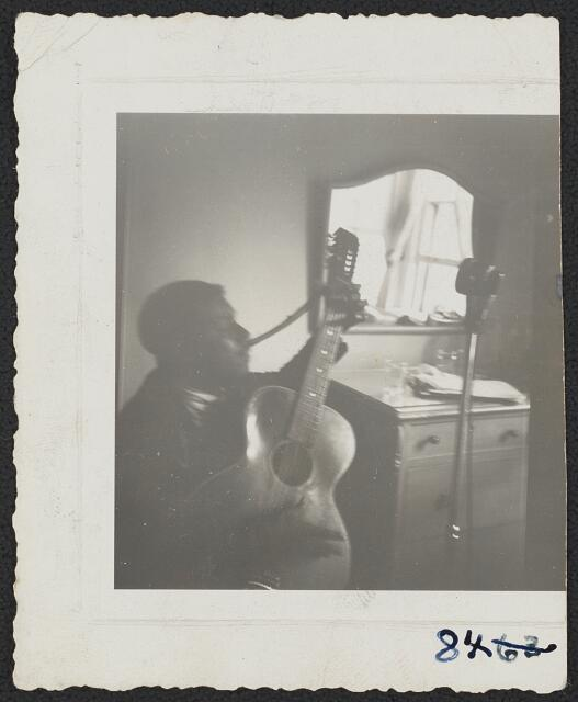 [Blind Willie McTell, with 12-string guitar, hotel room, Atlanta, Ga.]