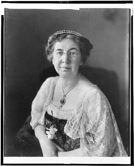 [Mabel Hubbard Bell, half-length portrait, seated, facing front]