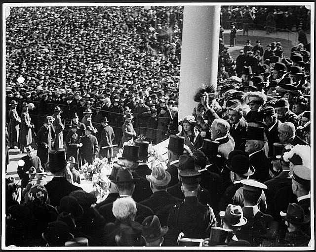 [President Harding waving to crowd, from inaugural stand on east portico of U.S. Capitol, March 4, 1921]