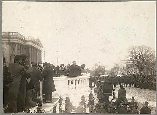 President Taft bowing to crowd