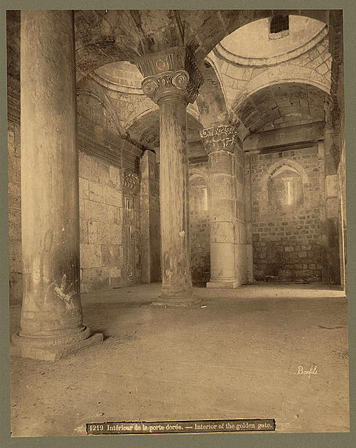 Intérieur de la porte dorée Interior of the golden gate /
