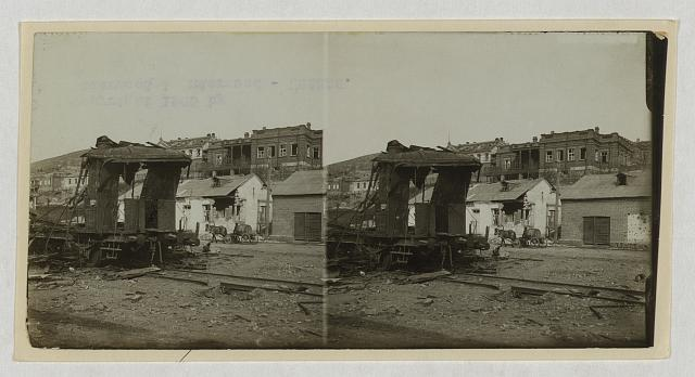 [Ravages of the bombardment -- cars and buildings torn by Japanese shells in Port Arthur]