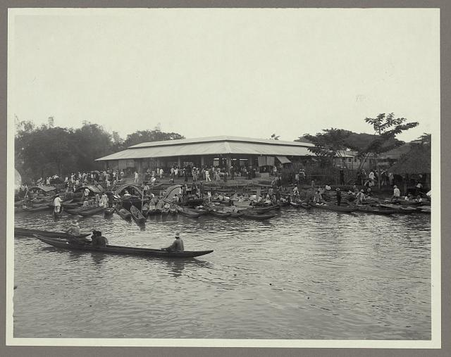 [Canoes along the shore at the market, Hagonoy, Bulacan, Philippines]