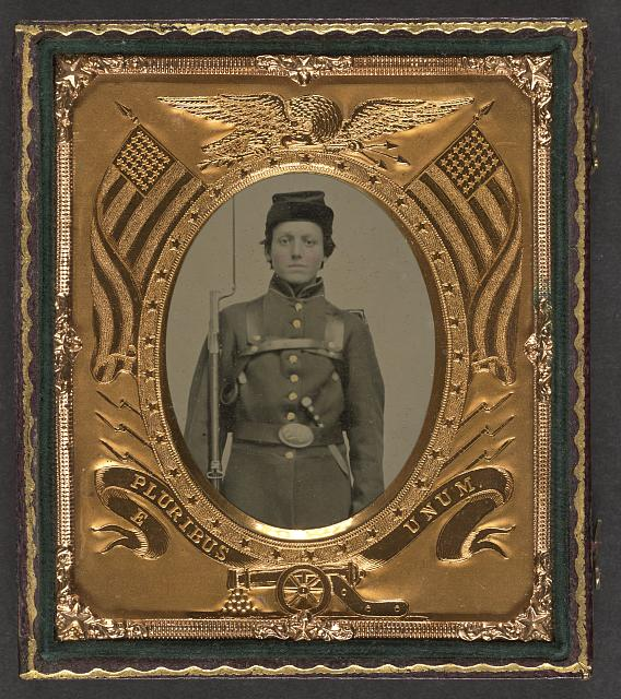 [Unidentified young soldier in Union uniform with bayoneted musket, knapsack, and knife]