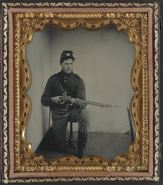 [Unidentified soldier in Union uniform with musket]
