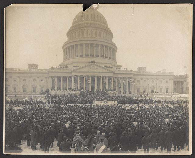 [Crowds watching the inauguaration of President Theodore Roosevelt]