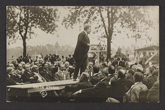 [Theodore Roosevelt speaking to seated audience]