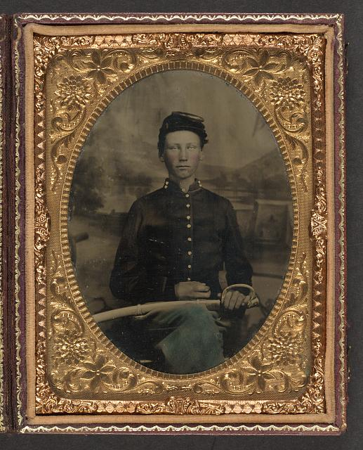 [Unidentified young soldier in Union uniform with artillery saber]