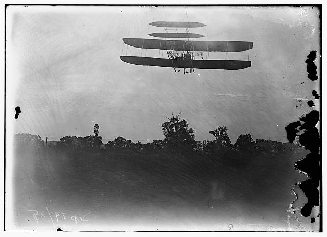 [Flight 41: Orville flying to the left at a height of about 60 feet; Huffman Prairie, Dayton, Ohio]