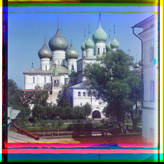 T︠S︡erkovʹ Voskresenīi︠a︡ i Uspenskīĭ sobor. Vid so sti︠e︡ny. Rostov Velikīĭ